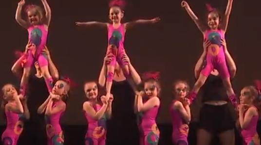 Visionnez le vidéo École de danse 2019